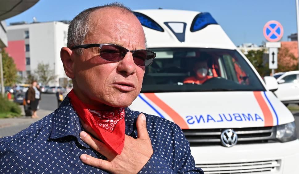 Film do artykułu: Pan Jarosław z Piekoszowa przez pół roku miał chrypkę. Lekarze dali mu... 15 procent szans na przeżycie [WIDEO]