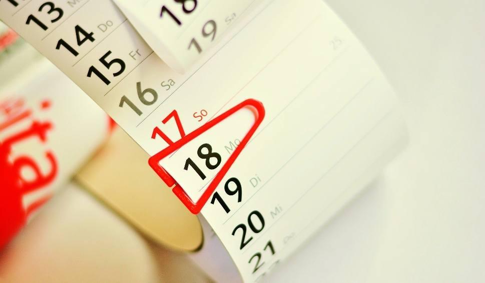 Film do artykułu: Boże Narodzenie 2020. Jak wydłużyć wolne do 12 dni? Kiedy przerwa świąteczna w szkole. Jak planować wolne w święta i ferie 23.11.2020