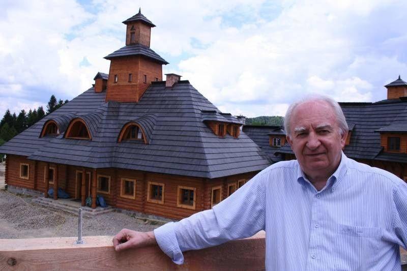 Ryszard Sobolewski rekonstruuje w Bieszczadach legendarną polską stanicę na Kresach
