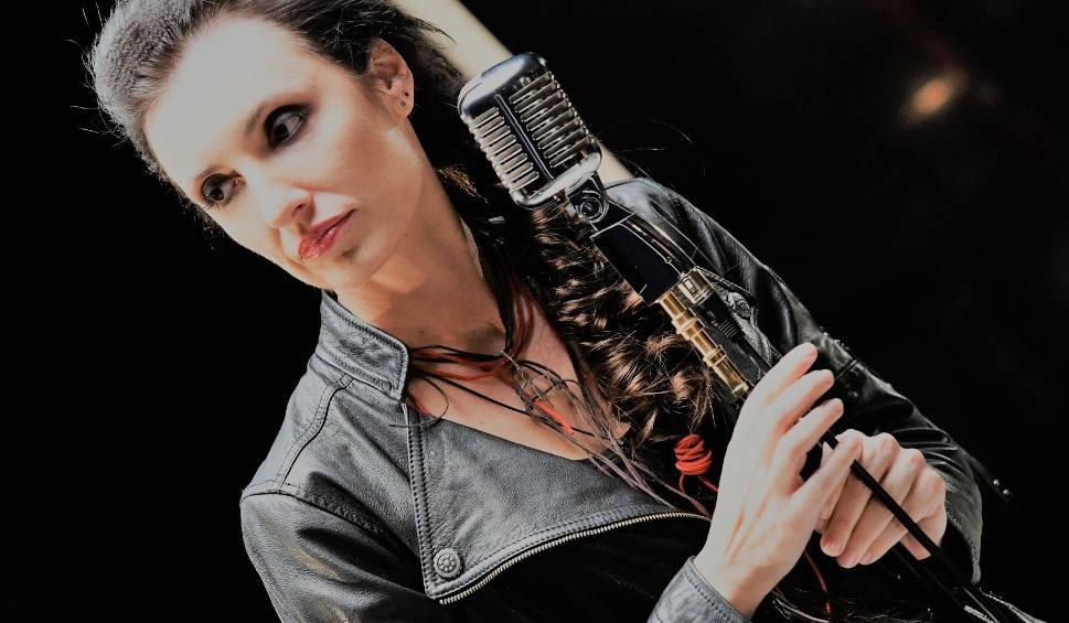 """Film do artykułu: Lika czyli Angelika Wdowczyk, zadebiutowała wiele lat temu. Teraz wraca do show businessu z singlami """"Toga"""" i """"Lekko tak"""" [Wywiad wideo]"""