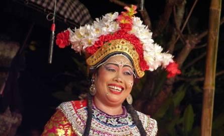 Kobiety tańczą na Bali