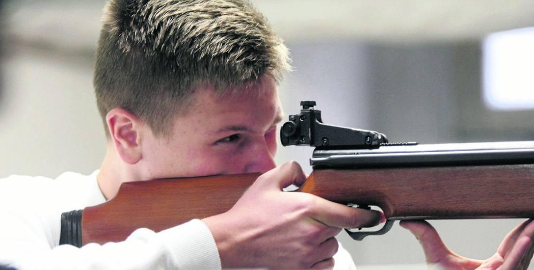 W Polsce, także wśród cywili, rośnie zainteresowanie nauką wszelkich form samoobrony, w tym strzelania. Rozbudowa sieci strzelnic ma ułatwić naukę tych