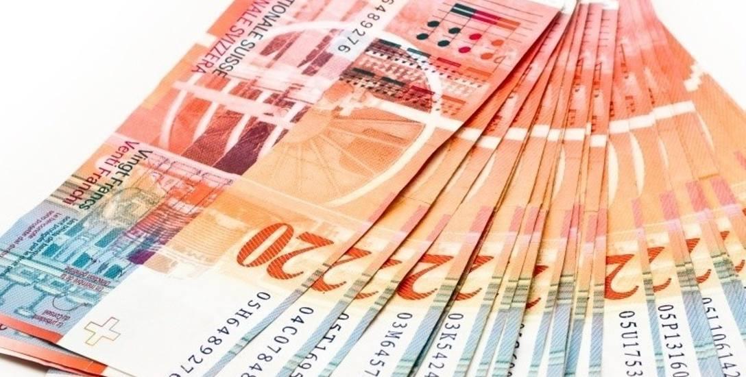 Rośnie dług frankowiczów - a to przez coraz droższy frank