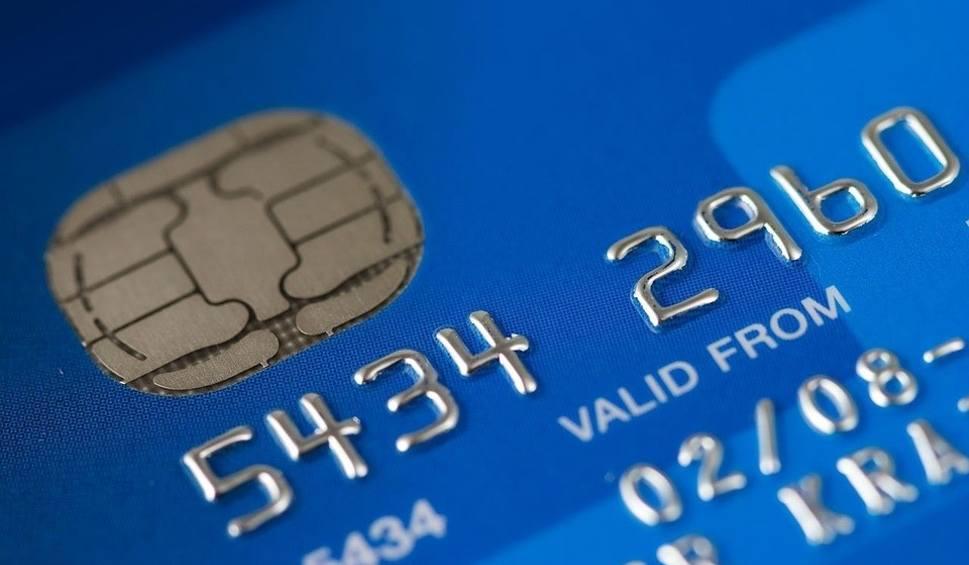 Film do artykułu: Pracownik banku w Lesku wykrył oszustwo. Fałszywy policjant próbował wyłudzić pieniądze