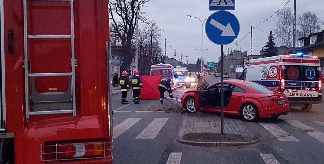 Tragiczne wypadki w Łodzi. Piesi pod kołami. Na ul. Rudzkiej zginęła kobieta potrącona przez sportowe audi