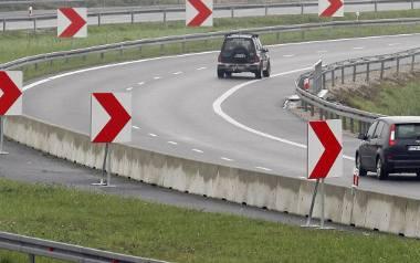 W pobliżu Szynkielewa zbudowano mały odcinek drogi ekspresowej S14. W miejscu, gdzie jest niebezpieczny zakręt, zacznie się budowa zachodniej obwodnicy