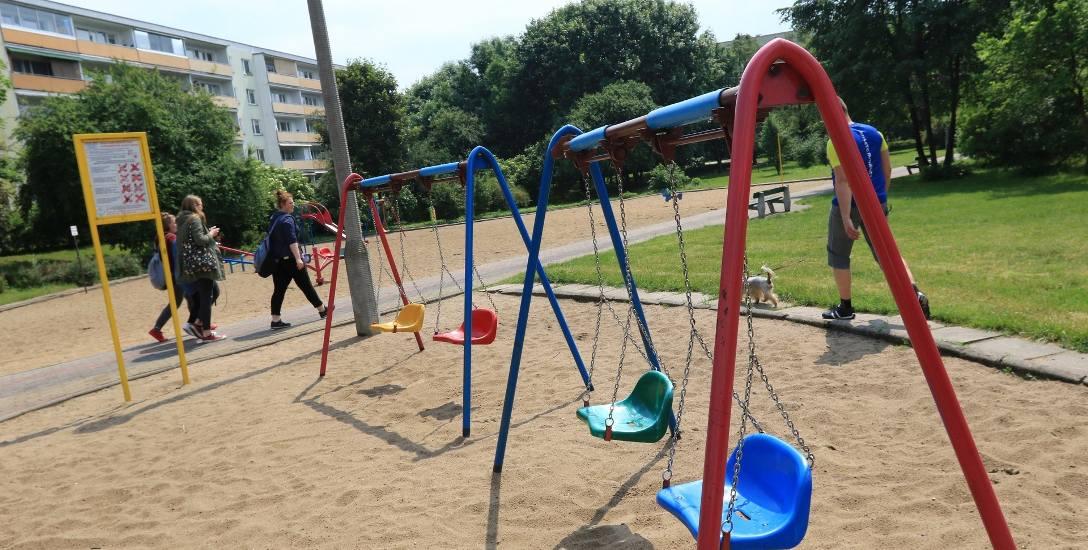 Place zabaw są często kością niezgody - starsi chcą ich likwidacji, bo dobiegają z nich hałasy. Młodzi rodzice chcą ich rozbudowy, by dzieci miały więcej
