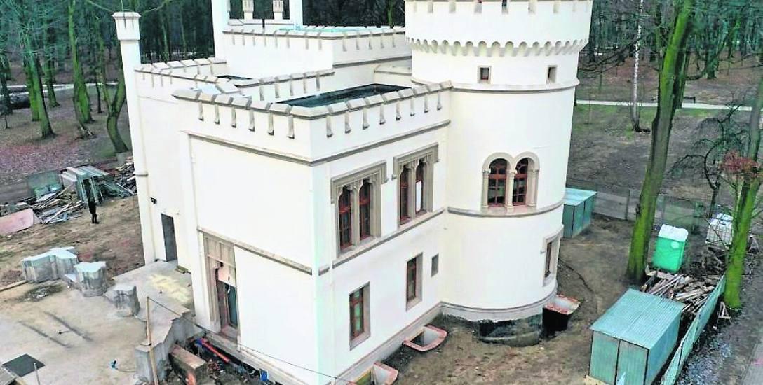 Bytom: Rewitalizacja pałacu Tiele-Wincklerów w Miechowicach przedłuża się z powodu krypty