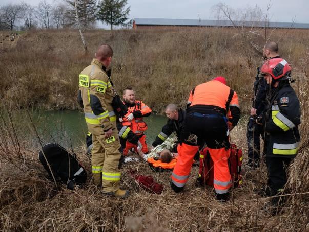 Do zdarzenia doszło w niedzielę w pobliżu ul. Ofiar Katynia w Przemyślu.- Mężczyzna, który przyszedł nad rzekę Wiar na ryby, zauważył pozostawiony sprzęt