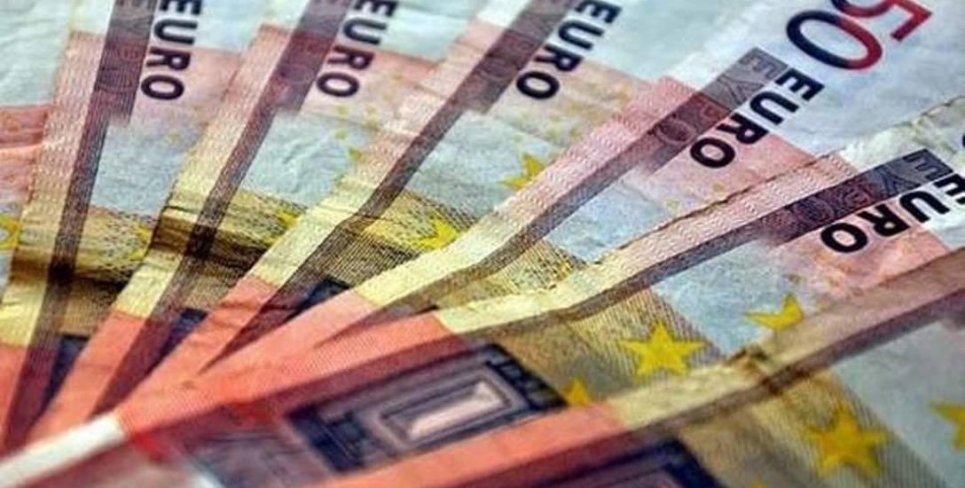 Zarobki europosłów. W Brukseli mogą stać się milionerami
