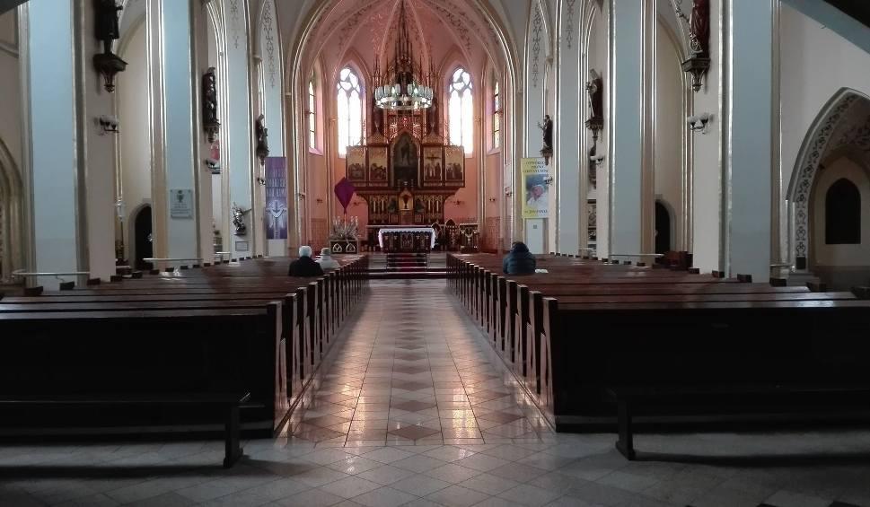 Film do artykułu: Do kościoła wejdzie mniej wiernych. Zmiany w parafiach na terenie tzw. czerwonej strefy