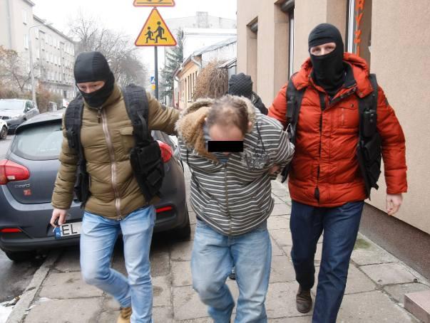 Tragedia na Bałutach w Łodzi. Dziewczynka miała obrażenia głowy, twarzy i wybroczyny na tułowiu