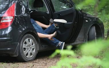 Seks w samochodzie chyba już nikogo nie dziwi. Najczęściej decydują się na niego młode pary, których nie stać na hotel.
