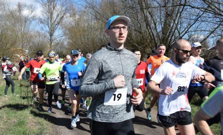 W niedzielę o 13.15 rozpoczął się bieg główny w ramach 33. Biegu Śladami Wiosny. W tegorocznej edycji sportowych potyczek wzięło udział 160 osób. Organizatorka,