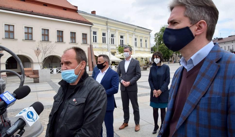 Film do artykułu: Paweł Kukiz i Adam Jarubas na Rynku w Kielcach (ZAPIS TRANSMISJI, ZDJĘCIA)