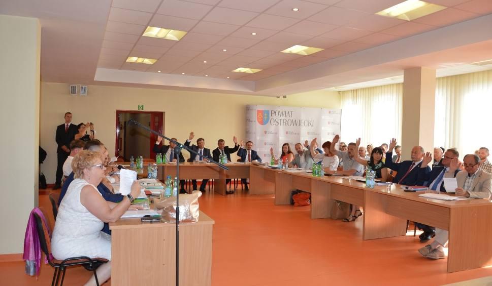 Film do artykułu: Dyskusja na sesji Rady Powiatu Ostrowieckiego. Absolutorium przy sprzeciwie opozycji