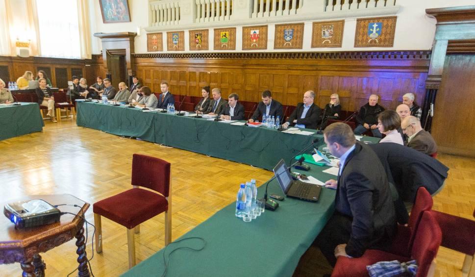 Film do artykułu:  Sesja Rady Miasta Sopotu. Radni podjęli decyzje dotyczące nowych basenów solankowych oraz nazw dla ronda i fragmentu ulicy [19.02.2018]