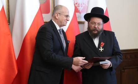 Wojewoda wręczył odznaki zasłużonym mieszkańcom województwa łodzkiego
