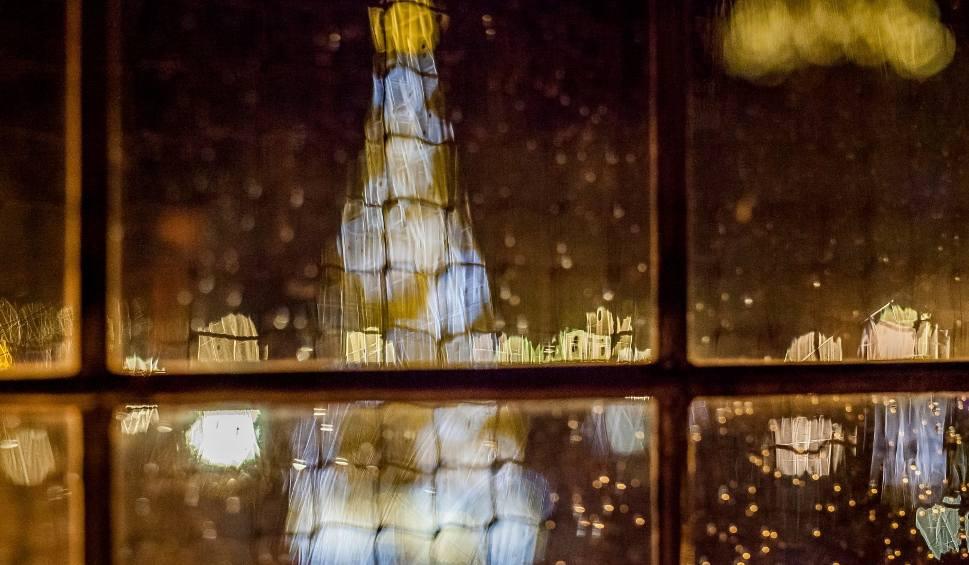 """Film do artykułu: Jak fotografować święta? Poradnik Lidii Popiel. """"Miasto pełne blasku – kadrujemy świąteczne klimaty"""" [wideo]"""