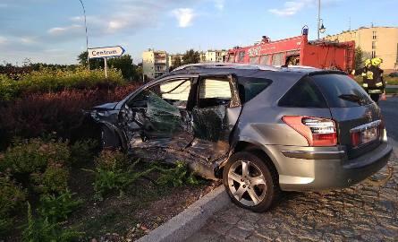 Pijany kierowca peugeota zderzył się z golfem przy rondzie Dzieci Wojny w Mrągowie