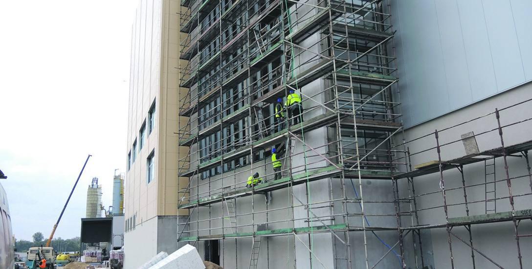 Na placu budowy trwają prace związane z elewacją Ecogeneratora. Z zewnątrz obiekt ma nie przypominać spalarni