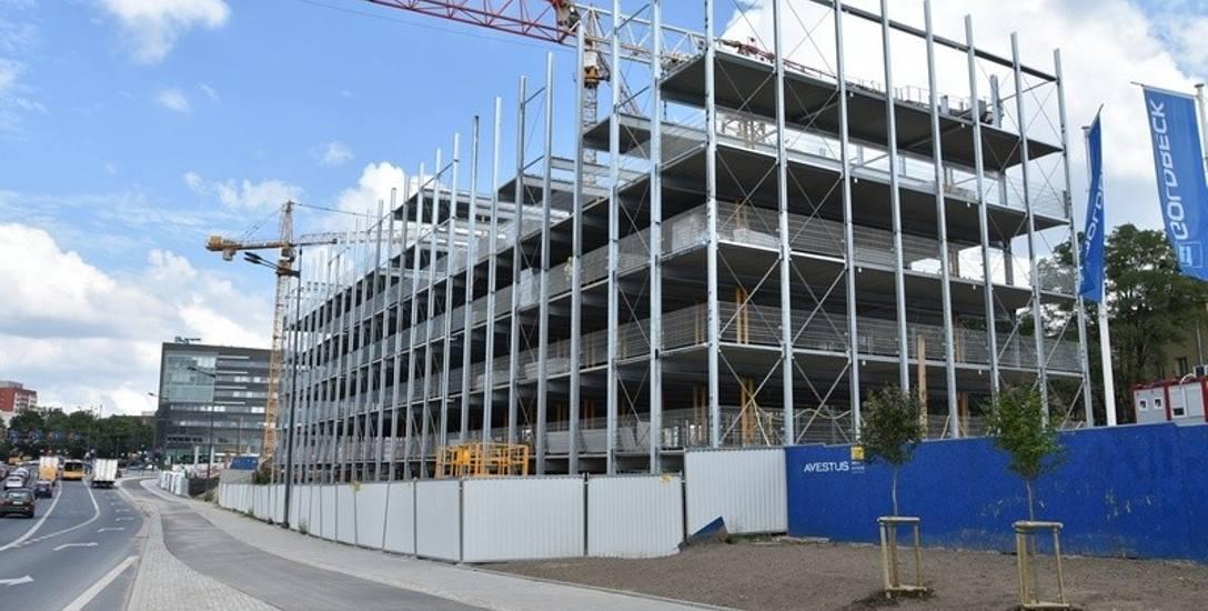 Prace konstrukcyjne parkingu są już na ukończeniu.