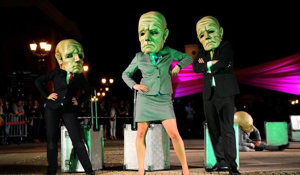Film do artykułu: Dni Sztuki Współczesnej 2018. Rynek Kościuszki. Teatr KTO: Peregrinus (zdjęcia, wideo)