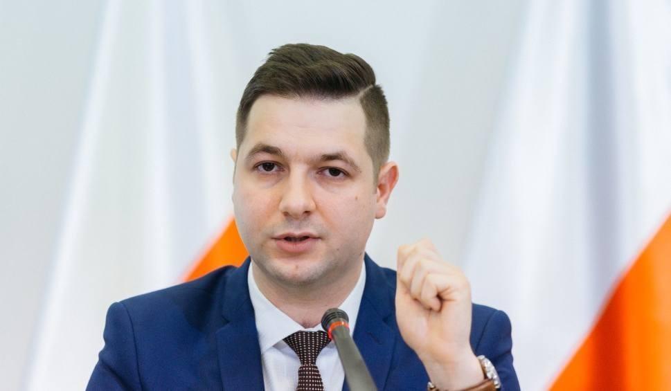 Film do artykułu: Patryk Jaki w sobotę w powiecie koneckim. Otwarte spotkania w Końskich, Mninie oraz Radoszycach
