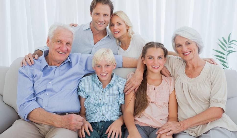 Film do artykułu: Dzień Babci, Dzień Dziadka [życzenia SMS, podarunki]