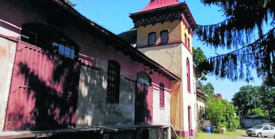 Dworzec w Świerzawie od dziesięcioleci stoi zamknięty. Jest szansa, że znów będzie potrzebny podróżnym
