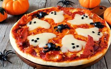 Pizza z duszkami na Halloween.