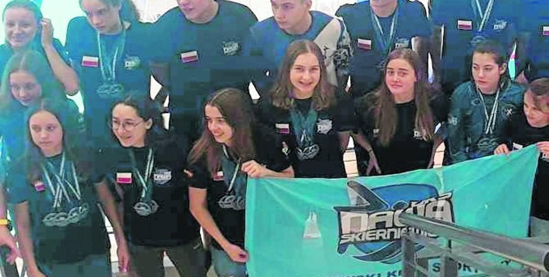 Zawodnicy UKS Nawa szczęśliwi po udanym występie na Otwartych Mistrzostwach Województwa Łódzkiego