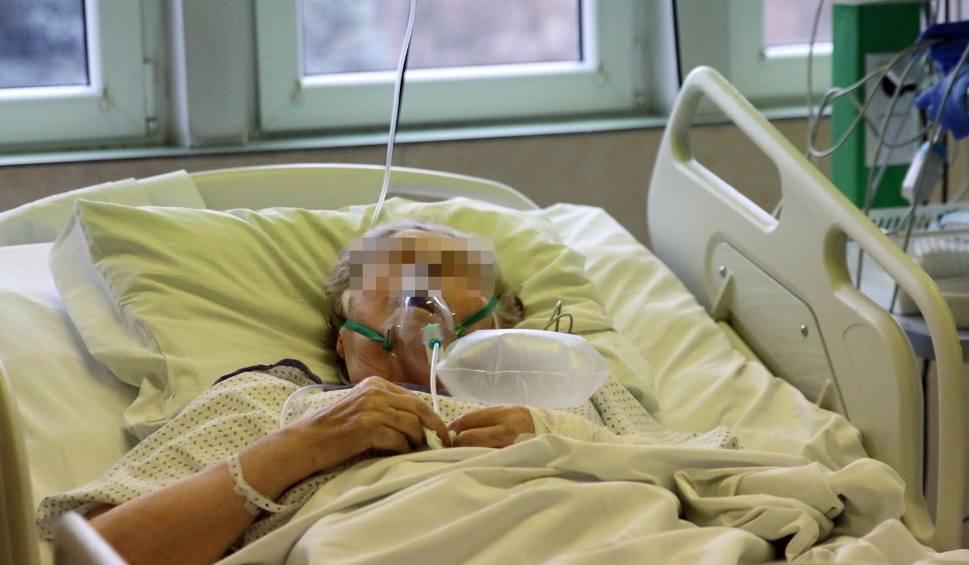 Film do artykułu: Koronawirus w Podlaskiem. RAPORT z 18.01.2021. Tylko 69 nowych zakażeń koronawirusem. W Polsce 3271 zakażeń i 52 zgony