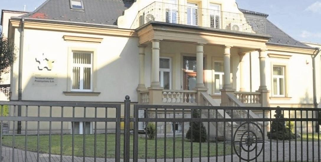 W tej kamienicy ma siedzibę Tarnowski Klaster Przemysłowy. Tajemnicą jest, ile kosztuje wynajem powierzchni biurowej