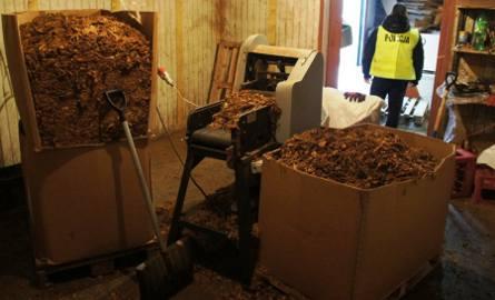 Nielegalna fabryka papierosów w Łodzi. Policjanci zabezpieczyli kilka ton tytoniu [ZDJĘCIA]