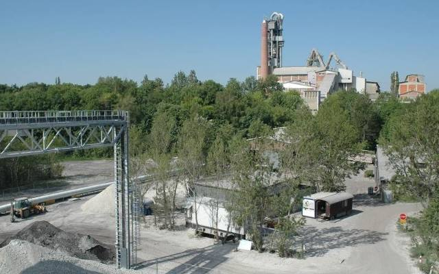 cementownia odra The polish government is privatizing cementownia odra, a cement firm tomasz budziak, a team leader, is negotiating on behalf of the polish ministry of privatization.