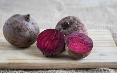 Kliknijcie w galerię i zobaczcie przepisy na dania z buraków. To niepozorne warzywo ma swoje święto 24 listopada.
