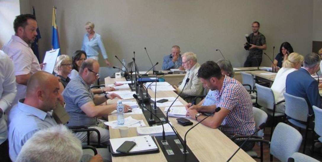 Obniżyli pensję prezydentowi Pabianic. Radni będący po stronie prezedenta nie wzięli udziału w głosowaniu