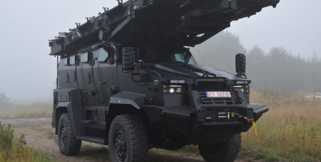 Tur VI to lekki transporter opancerzony dla policji. Tutaj w wersji z platformą szturmową.