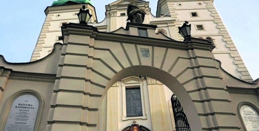 Warto zajrzeć do Łowicza słynącego m.in. z wspaniałej Bazyliki Katedralnej