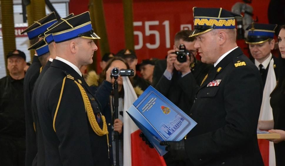 Film do artykułu: Uroczysty Dzień Strażaka w Stalowej Woli. Wyższe stopnie dla zasłużonych strażaków w dzień ich święta