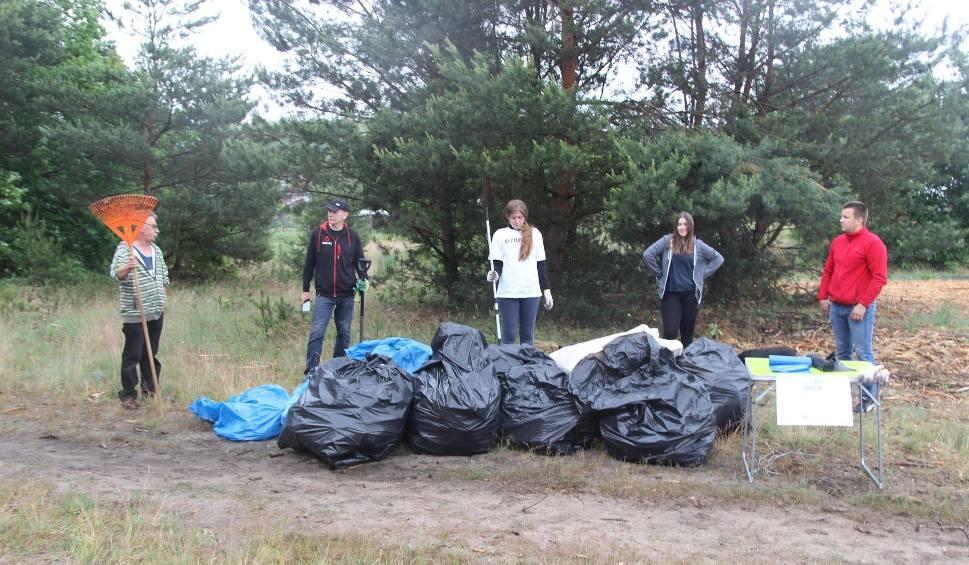 Film do artykułu: Miało być wielkie sprzątanie lasu w Rzepinie, a wyszła klapa - do akcji przyłączyło się... dwóch mieszkańców!
