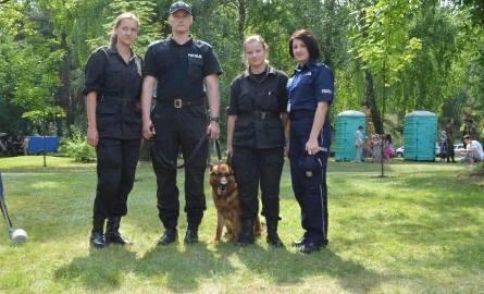 Ciekawostką była obserwacja funkcjonariuszy pracujących z psami tropiącymi.