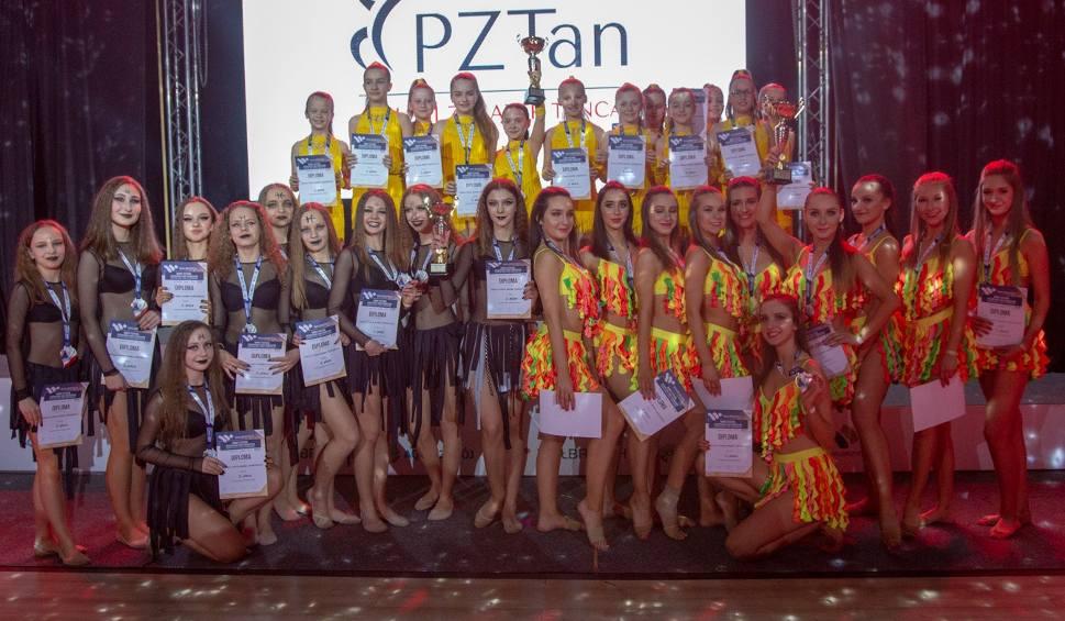 """Film do artykułu: Tancerze tarnobrzeskiej """"Samby"""" z sukcesem startowali na Mistrzostwach Europy (zdjęcia)"""