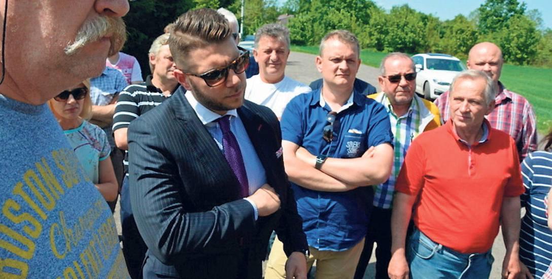 Mec. Piotr Bartecki (na zdj. w garniturze) przekonuje, że upadłość ubojni nie była z winy jej twórców