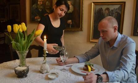 W 27 miejscach w Poznaniu na życzenie klienta do picia podawana jest kranówka.