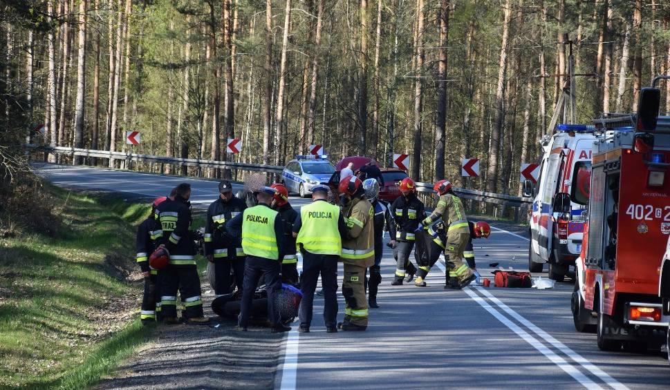 Film do artykułu: Wypadek na drodze krajowej nr 21 koło Miastka. Motocyklista zderzył się z samochodem osobowym (wideo, zdjęcia)