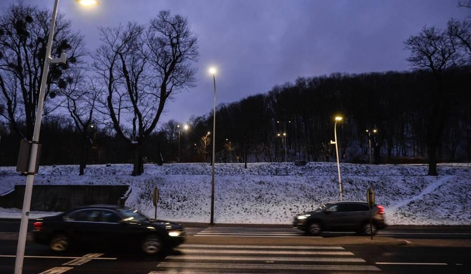 """Film do artykułu: """"Inteligentne"""" przejścia dla pieszych na Pomorzu. Nowoczesny system oświetlenia grupa Energa zamontowała w Gdańsku i Pucku [zdjęcia, wideo]"""