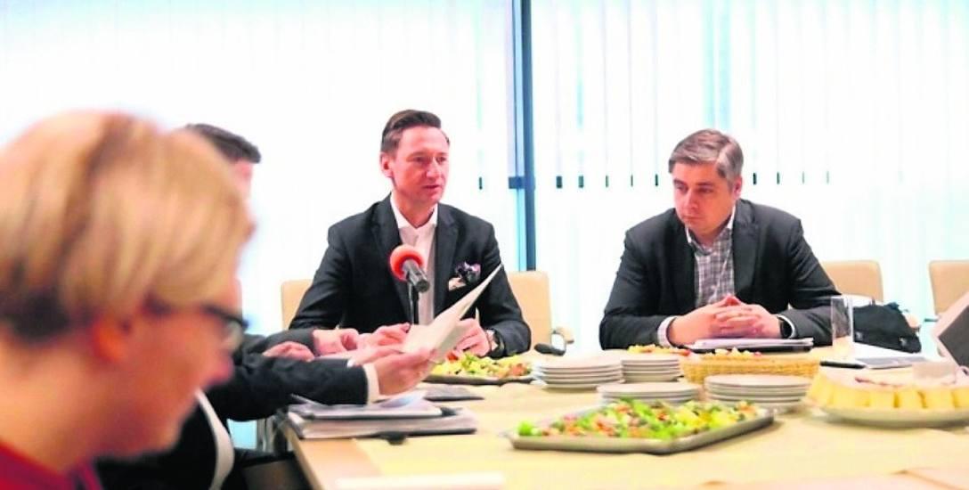 - Samorząd województwa, na półmetku inwestowania środków RPO, może pochwalić się dobrymi wynikami, również na tle innych województw - mówi marszałek