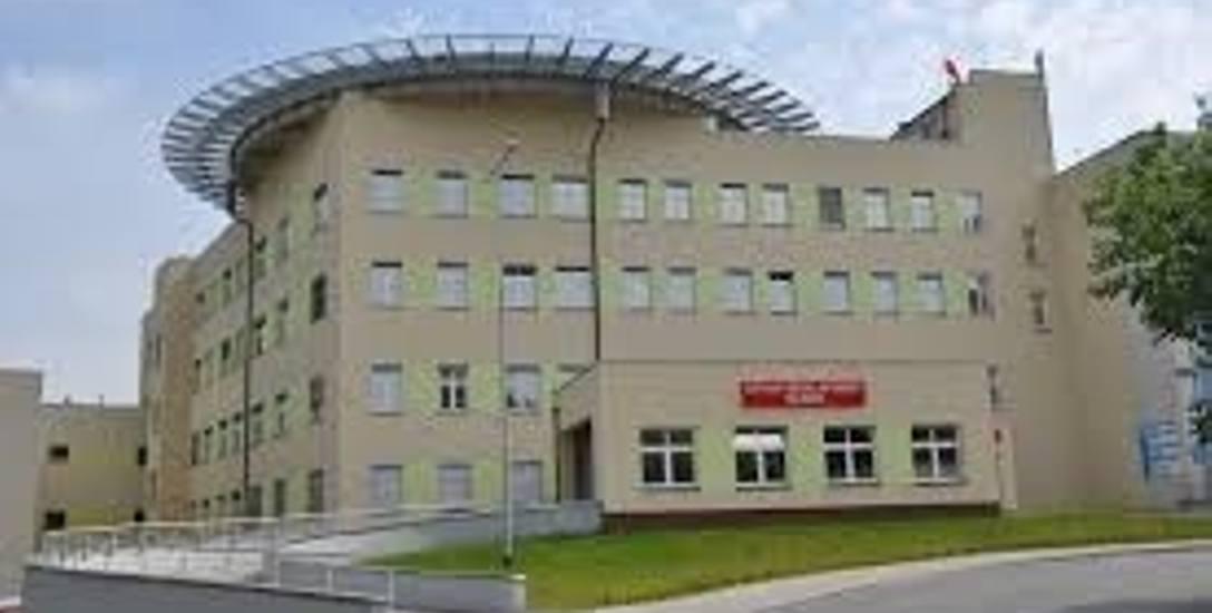 Szpitale wciąż w potrzebie. Pomoc nadchodzi z wielu stron